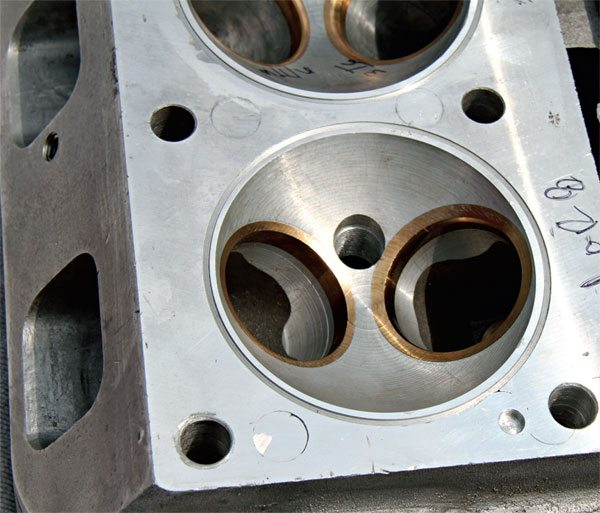 According to vintage Micky Thompson (M/T) sales literature, the Pontiac hemi head allowed the use of much larger valves to improve airflow and placed the spark plug near the center of the combustion chamber to promote a more consistent burn. Thompson claimed an increase of more than 100 hp was possible when compared to modified Pontiac heads.
