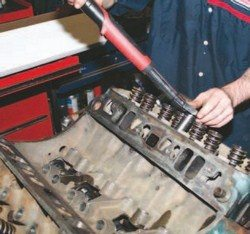 SA200_FULLBOOK_RebuildPontiacV8s_Page_108_Image_0002